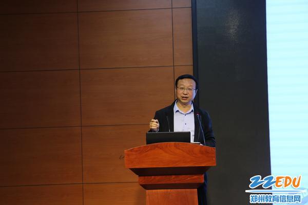 郑州47中叶小耀校长作为此次诊断交流活动的导师代表进行评价